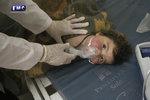Syrské děti zavraždil sarin, potvrdili experti. Strůjce útoku ale uniká