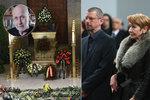 Pohřeb Jiřího Ornesta (†70): Loučila se plejáda hvězd! Vdova Kolářová odmítla kondolence