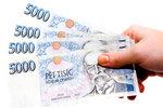 Dědo, potřebuji půjčit: Podvodníci obrali seniora (77) o 30 tisíc