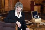 Mluvčí Charty 77 Němcová trávila roky ve vězení. Teď získala Cenu Arnošta Lustiga