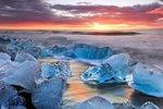 Islandu se právem říká »země ohně a ledu«.