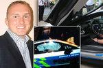 Policistu, který boural v BMW s Krulišem, pustili z nemocnice. Doma už je týdny
