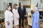 Návštěva u královny očima stylisty: První dáma s dcerou Kate dopadly dobře, ale prezident?