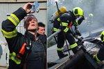 V Libni hořel sklad. Požár v horkém počasí napáchal škodu milion korun
