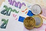 Česká měna prolomila hranici 26 korun za euro. Na dovolené bude zase líp