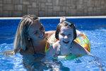 Jak ohřívat bazén, když počasí vodním radovánkám zrovna nepřeje?