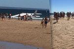 Letadlo nouzově přistálo na pláži: Muž (†50) a holčička (†8) zahynuli