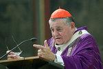 Část katolíků se chce zbavit Duky: Vyzvali papeže, aby mu neprodloužil mandát. Vadí jim Zeman