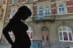 Agresor z Plzně zbil těhotnou přítelkyni: Kopem do břicha zabil její dítě