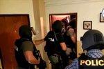 Takhle si došli pro údajné poštovní lupiče! Slováci obvinili tři podezřelé