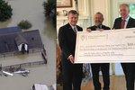 Češi v USA přišli kvůli hurikánu o domovy. Chovanec jim předal dar 5 milionů
