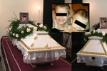 Rodina, která uhořela při nehodě: Martínka (†3) a Milánka (†4) pochovali v bílých rakvích