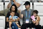 Herecký pár Mila Kunis a Ashton Kutcher mají jasno: jejich dvě děti o Vánocích neuvidí žádné vánoční dárky.