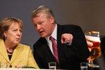 Připili si na porážku Merkelové. Její strana prohrála ve druhé největší spolkové zemi