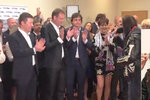 Nemocný Brichta gratuloval Okamurovi: Pro členy SPD zpíval hymnu!