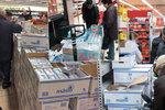 Šílenství mezi regály? Levné máslo a vejce hnaly tisíce lidí do supermarketů po celém Česku!