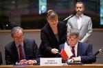 Silnější obrannou spolupráci chce 23 zemí EU. Pro byli i Stropnický se Zaorálkem