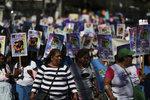 Vraždy, polití kyselinou i znásilnění: Desetitisíce lidí protestovaly proti násilí na ženách