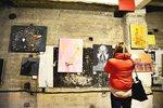 Návštěvníci si odnášeli obrazy zdarma: Umělci na Free Art Friday poprvé tvořili před zraky diváků
