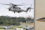 Okno americké helikoptéry se zřítilo na japonskou školu. Zranilo malého chlapce