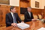 Ministr Hüner vypověděl memorandum o lithiu. ČSSD ve volbách srazilo na kolena