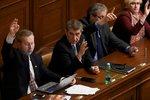 Sněmovna schválila rozpočet. Babišovi pomohla ČSSD, lidovci, KSČM i Okamura