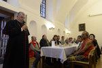 Tradice v Arcibiskupském paláci: Poobědvaly tu stovky bezdomovců a opuštěných