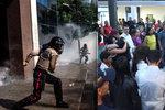 Venezuelané vyšli do ulic. V zemi chybí základní potraviny i léky