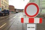 Uzavírka Přímětické ve Znojmě se protáhne: Auta i chodci mají smůlu až do jara