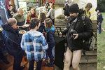 Kam o víkendu v Praze? Bez kalhot do metra, vyměnit nevhodné dárky i se psem do parku