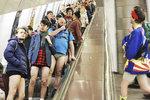 Rozruch v metru: Cestující zahodili stud a ukázali polonahé zadky