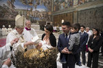 Papež pobídl matky ke kojení na veřejnosti. Při křtu v Sixtinské kapli