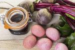 Přírodní barvení vajíček: Nádherná růžová díky červené řepě