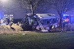 """Cestující o nehodě u Horoměřic, kde je 45 zraněných a tři mrtví: """"Zapřela jsem se a čekala, co se stane,"""" řekla žena"""
