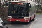 Jediný autobus na celý Újezd! Malý a přeplněný, stěžují si lidé. Cestujícím má ulevit nová linka
