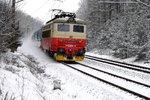 V Běchovicích projel nákladní vlak na červenou a poničil výhybku. Nikdo se nezranil