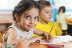 Zkřížená lateralita dělá problémy s psaním i čtením! Nemá ji vaše dítě taky?