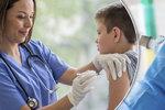 Infekci, která způsobuje rakovinu i bradavice, lze porazit: Očkování je zdarma i pro kluky!