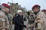 Šlechtová vyrazila za vojáky do Afghánistánu. Vyzkoušela si jízdu v obrněncích