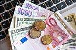 Propad eura kvůli Itálii české podniky neděsí a stále by jej přijaly. Koruna zeslábla