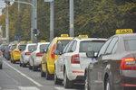 Taxikáři chystají celostátní protest. Nelíbí se jim postup státu vůči Uberu a Taxify