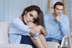 Ve vztahu bychom se měli cítit fajn a naši partneři by nám neměli dělat věci, které nás zraňují. Jakmile vám muž ubližuje svým chováním, pak ten vztah není zdravý. Které věci signalizují, že vás nemůže hluboce milovat? Tohle si myslí ženy, které to poznaly na vlastní kůži.