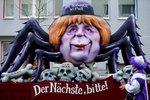Dobírá si Merkelovou, Trumpa i Kim Čong-una. Karneval v Německu láká davy