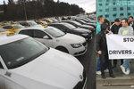 Taxikáři budou v pondělí znovu protestovat: Požadují vypnutí Uberu, Praha chce problémy řešit
