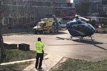 VIDEO: Poprask na hájském sídlišti! Vrtulník přistál mezi paneláky, letěl pro ženu v bezvědomí
