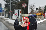 """Batulková bojuje vlastním tělem! V Kolodějích zrušili """"kruháč"""" kvůli rekonstrukcím, občané ho bránili"""