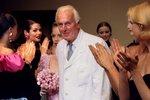 Zemřel návrhář Givenchy (†91): Oblékal Hepburn, Liz Taylor i Grace Kelly