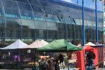 Svačiny, ochutnávky a čerstvé produkty: Farmářské trhy v Praze 14 načaly již osmou sezonu
