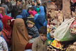 Tisíce dětí uprchlíků skončily na ulici. Osmiletá dívka se živí sběrem odpadků
