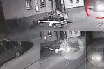 Policii na Bruntálsku někdo nabořil auto před služebnou! Má kamerové záznamy, přesto mlží